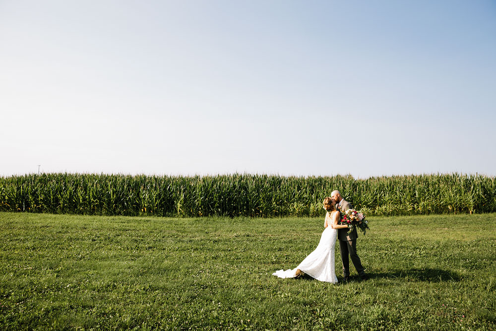 hillcrest-orchard-wedding-photography-outdoor-rustic-barn-cleveland-amherst-oberlin-ohio-wedding-photographers-110.jpg