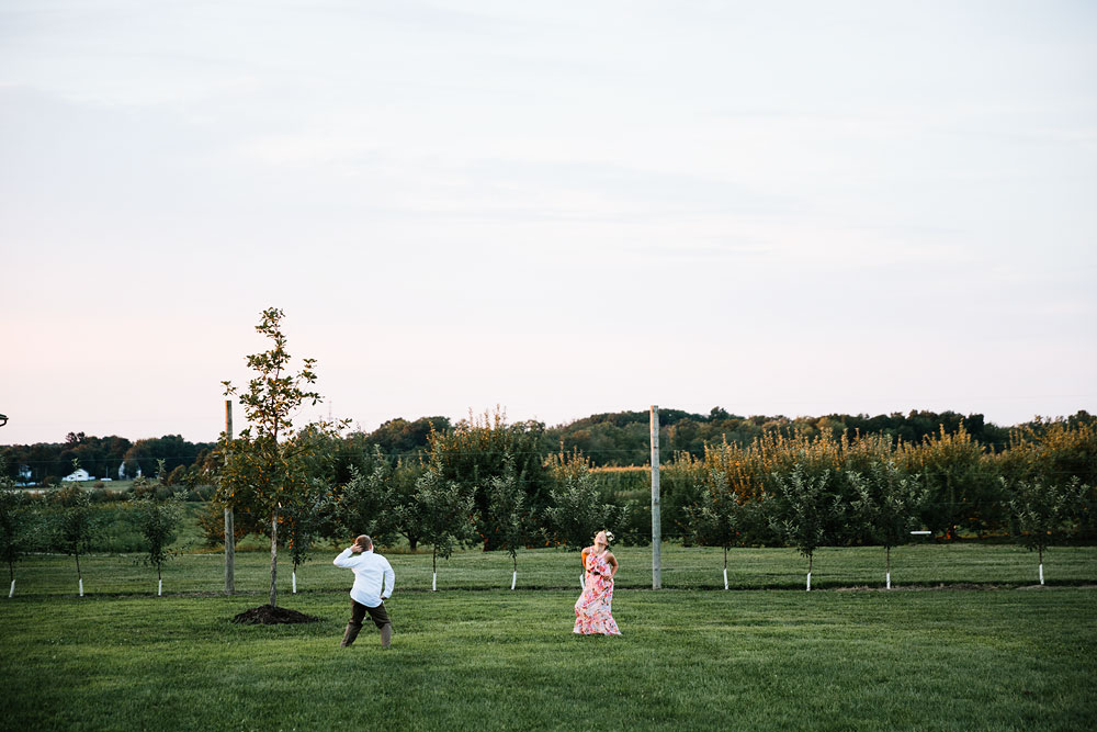 hillcrest-orchard-wedding-photography-outdoor-rustic-barn-cleveland-amherst-oberlin-ohio-wedding-photographers-180.jpg