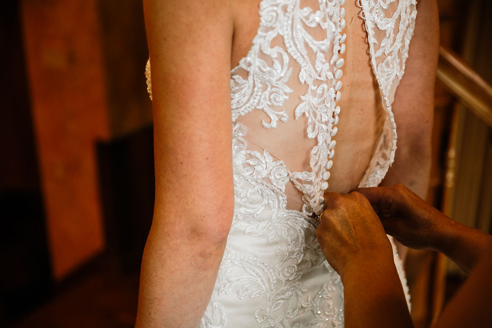 cleveland-wedding-photographers-landolls-mohican-castle-beautiful-outdoor-wedding-rain-rainy-photography-26.jpg