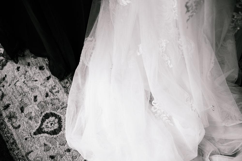 cleveland-wedding-photographers-landolls-mohican-castle-beautiful-outdoor-wedding-rain-rainy-photography-28.jpg