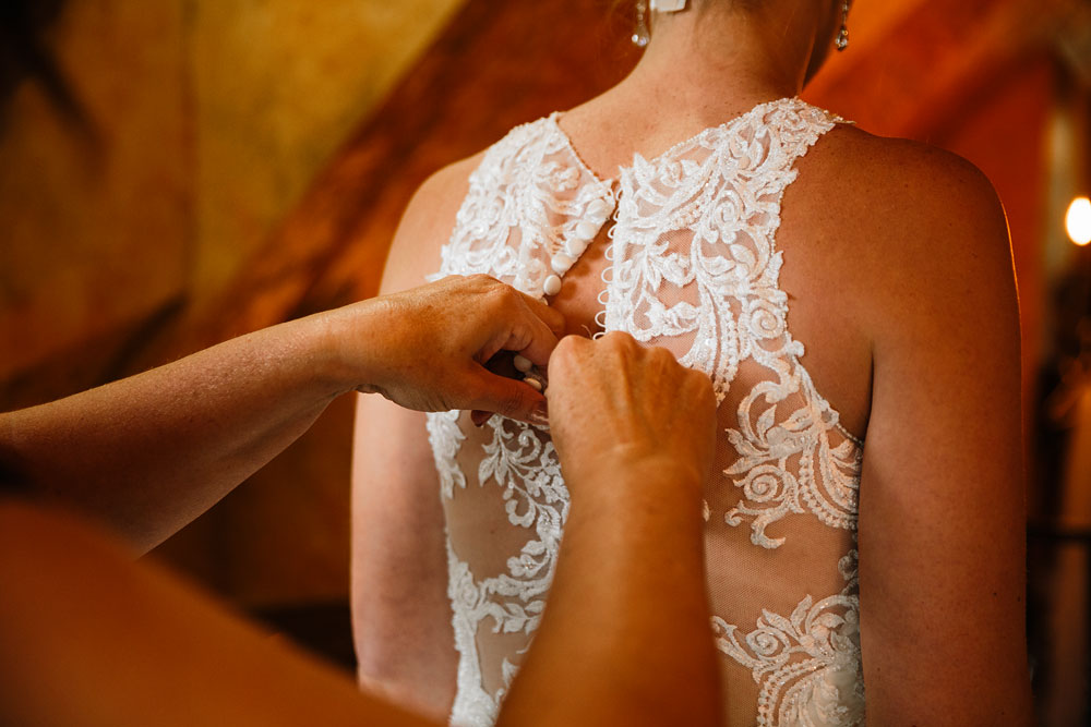cleveland-wedding-photographers-landolls-mohican-castle-beautiful-outdoor-wedding-rain-rainy-photography-29.jpg