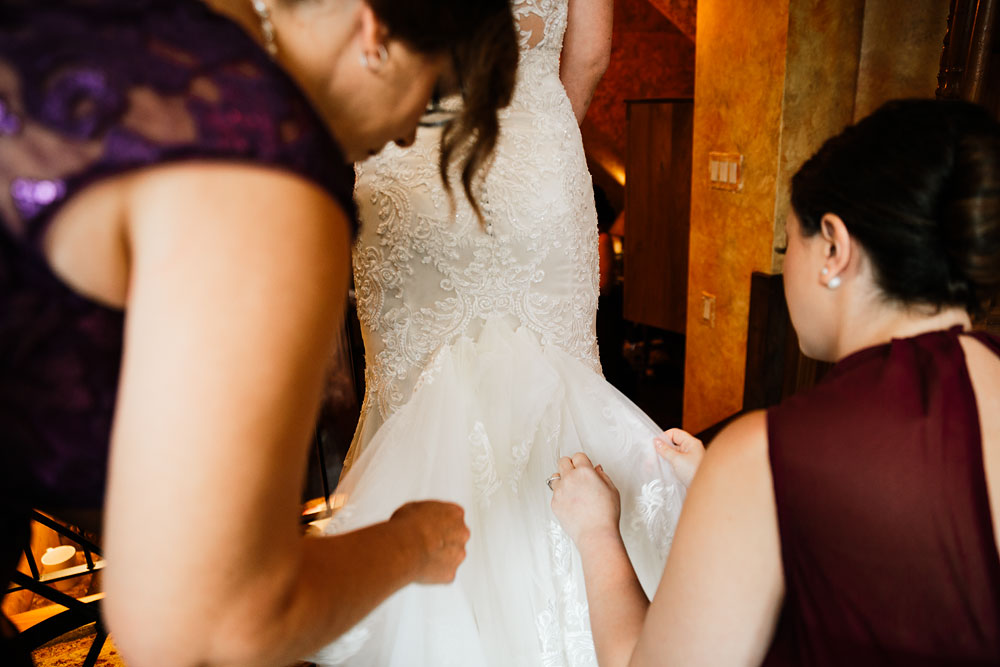 cleveland-wedding-photographers-landolls-mohican-castle-beautiful-outdoor-wedding-rain-rainy-photography-31.jpg