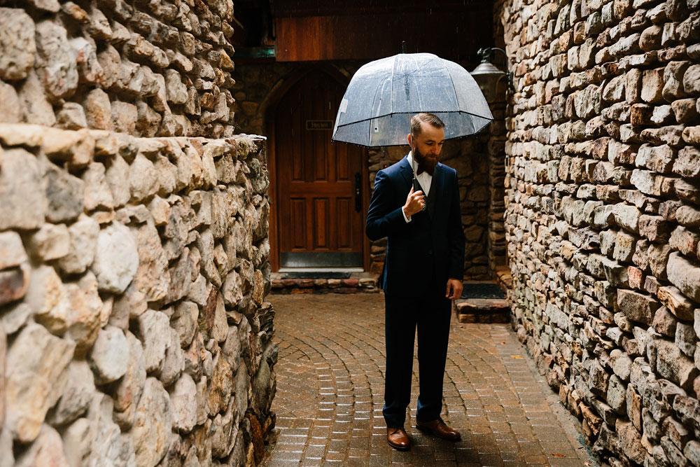 cleveland-wedding-photographers-landolls-mohican-castle-beautiful-outdoor-wedding-rain-rainy-photography-43.jpg