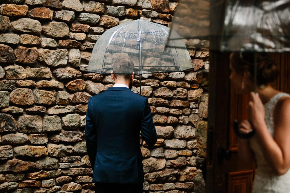cleveland-wedding-photographers-landolls-mohican-castle-beautiful-outdoor-wedding-rain-rainy-photography-44.jpg