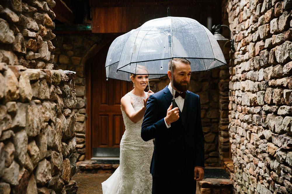 cleveland-wedding-photographers-landolls-mohican-castle-beautiful-outdoor-wedding-rain-rainy-photography-45.jpg