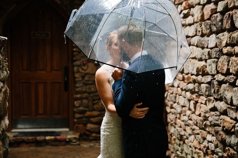 cleveland-wedding-photographers-landolls-mohican-castle-beautiful-outdoor-wedding-rain-rainy-photography-49.jpg