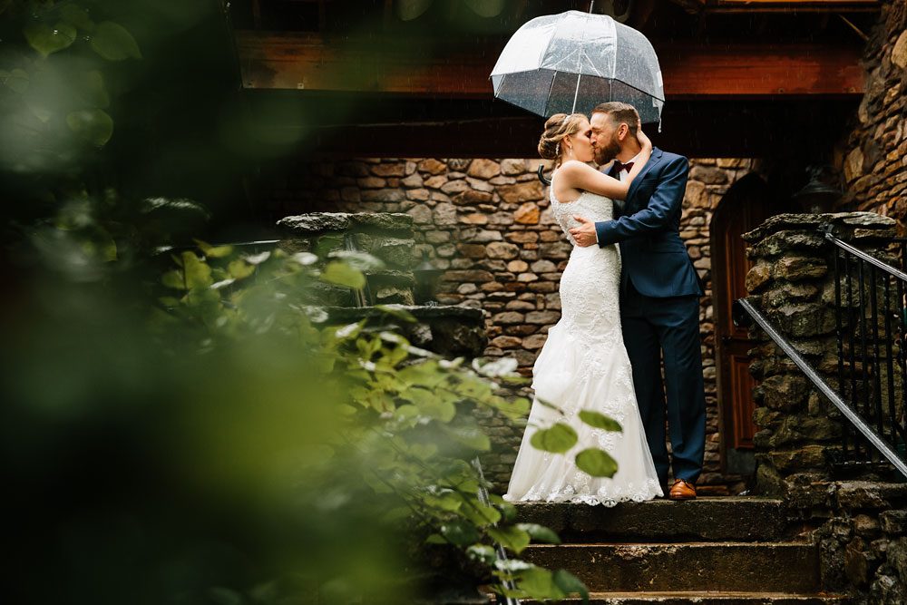 cleveland-wedding-photographers-landolls-mohican-castle-beautiful-outdoor-wedding-rain-rainy-photography-60.jpg