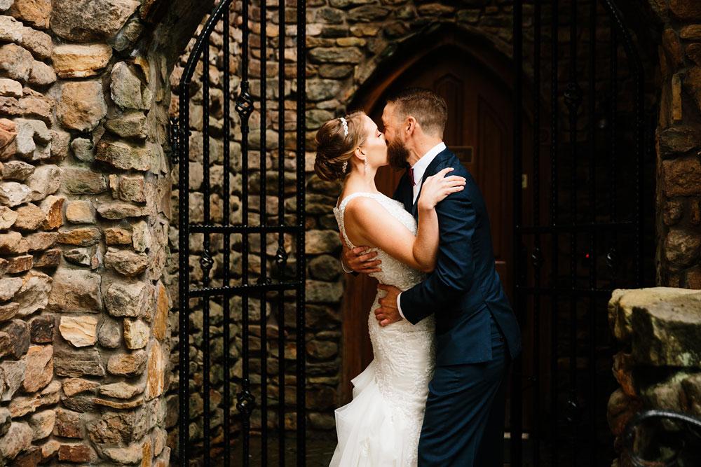 cleveland-wedding-photographers-landolls-mohican-castle-beautiful-outdoor-wedding-rain-rainy-photography-71.jpg
