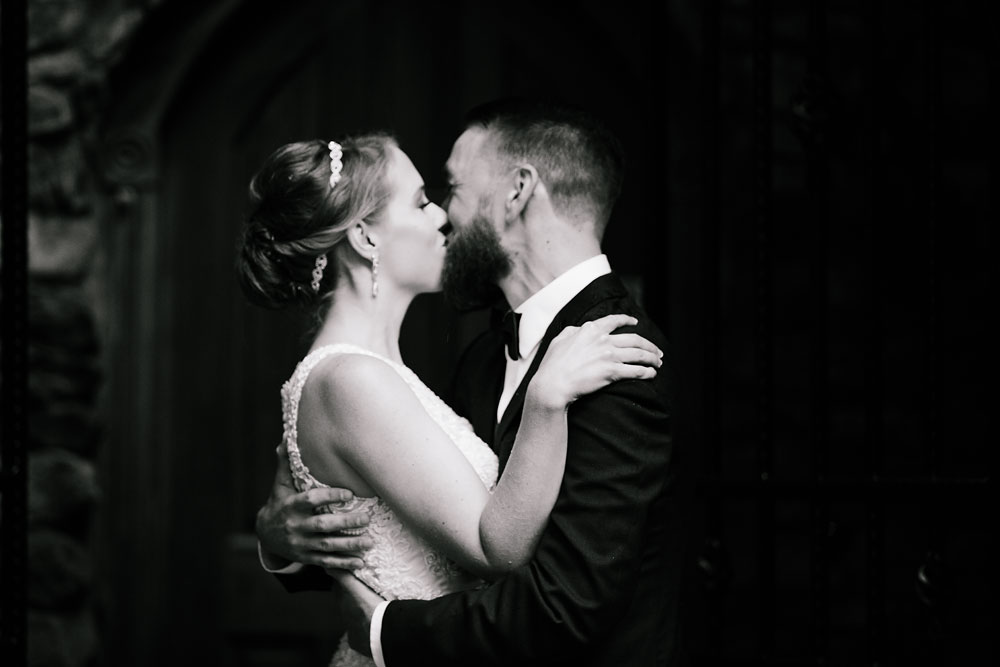 cleveland-wedding-photographers-landolls-mohican-castle-beautiful-outdoor-wedding-rain-rainy-photography-72.jpg