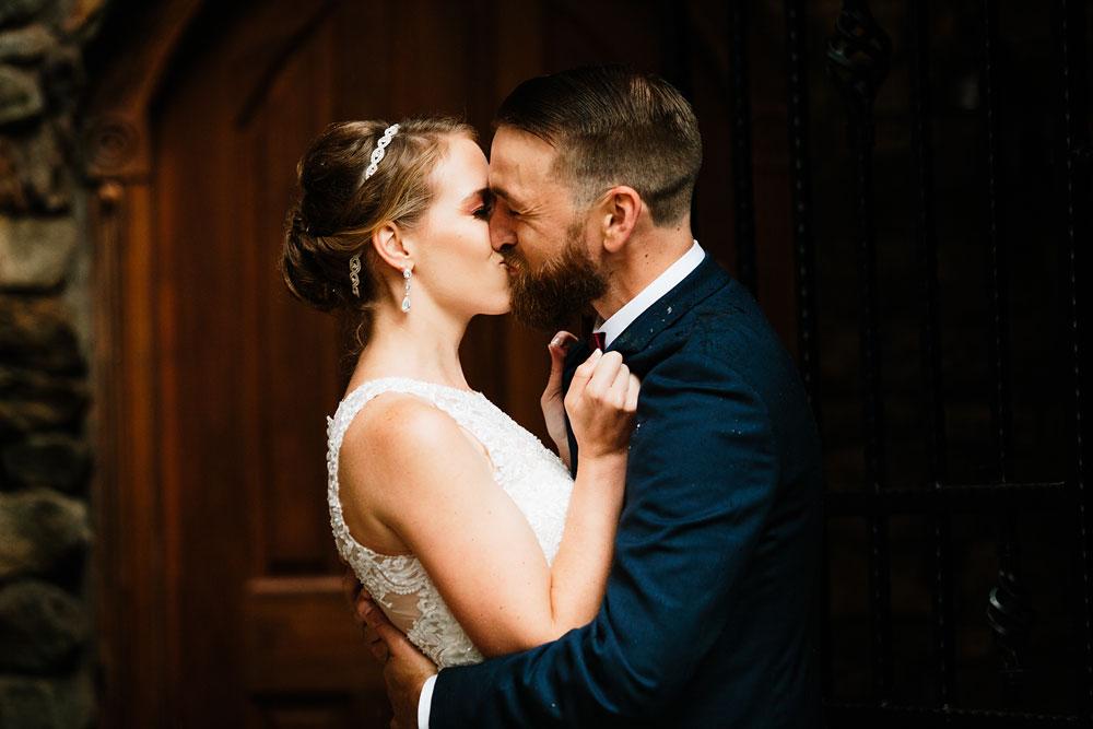 cleveland-wedding-photographers-landolls-mohican-castle-beautiful-outdoor-wedding-rain-rainy-photography-76.jpg