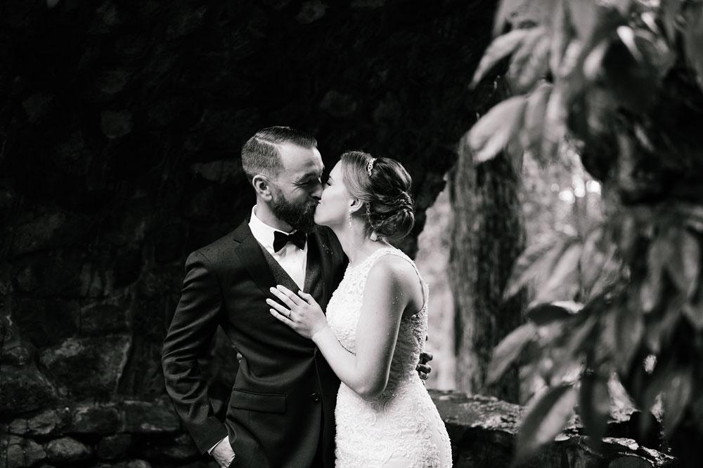 cleveland-wedding-photographers-landolls-mohican-castle-beautiful-outdoor-wedding-rain-rainy-photography-82.jpg