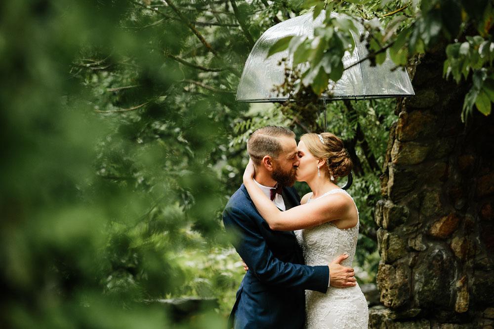 cleveland-wedding-photographers-landolls-mohican-castle-beautiful-outdoor-wedding-rain-rainy-photography-84.jpg