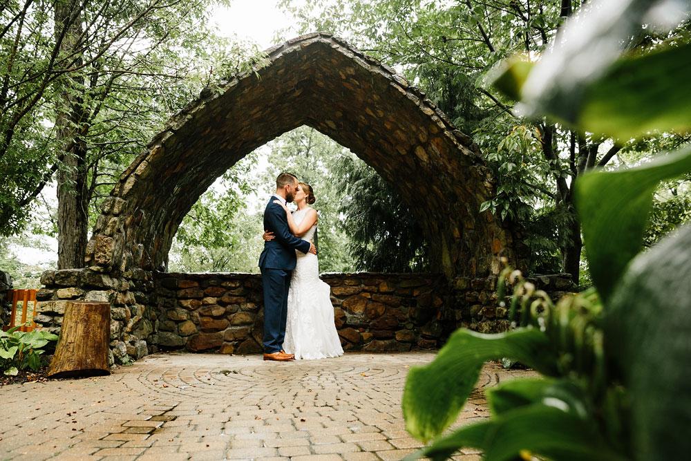 cleveland-wedding-photographers-landolls-mohican-castle-beautiful-outdoor-wedding-rain-rainy-photography-85.jpg