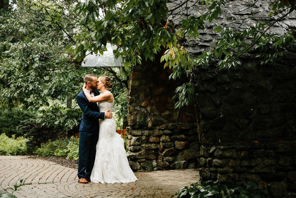 cleveland-wedding-photographers-landolls-mohican-castle-beautiful-outdoor-wedding-rain-rainy-photography-90.jpg