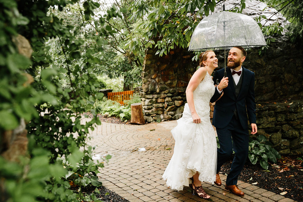 cleveland-wedding-photographers-landolls-mohican-castle-beautiful-outdoor-wedding-rain-rainy-photography-93.jpg