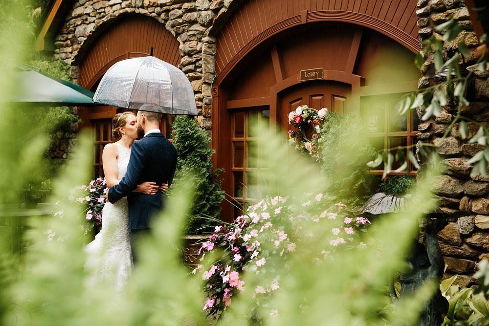 cleveland-wedding-photographers-landolls-mohican-castle-beautiful-outdoor-wedding-rain-rainy-photography-98.jpg
