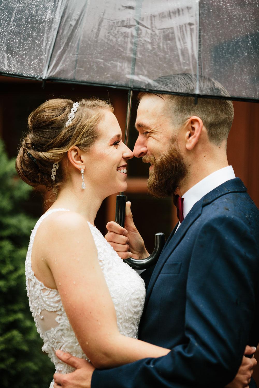 cleveland-wedding-photographers-landolls-mohican-castle-beautiful-outdoor-wedding-rain-rainy-photography-99.jpg
