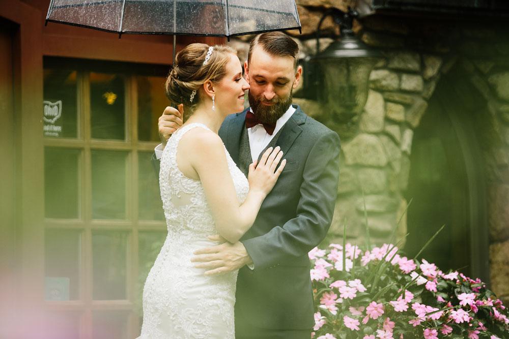 cleveland-wedding-photographers-landolls-mohican-castle-beautiful-outdoor-wedding-rain-rainy-photography-102.jpg
