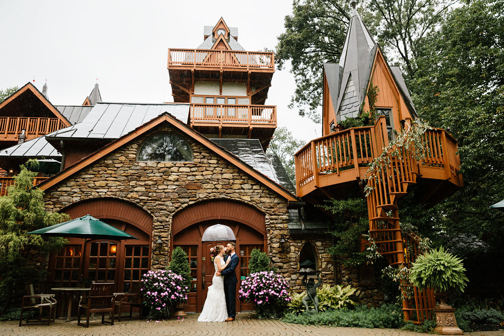 cleveland-wedding-photographers-landolls-mohican-castle-beautiful-outdoor-wedding-rain-rainy-photography-101.jpg