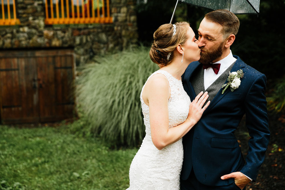 cleveland-wedding-photographers-landolls-mohican-castle-beautiful-outdoor-wedding-rain-rainy-photography-105.jpg