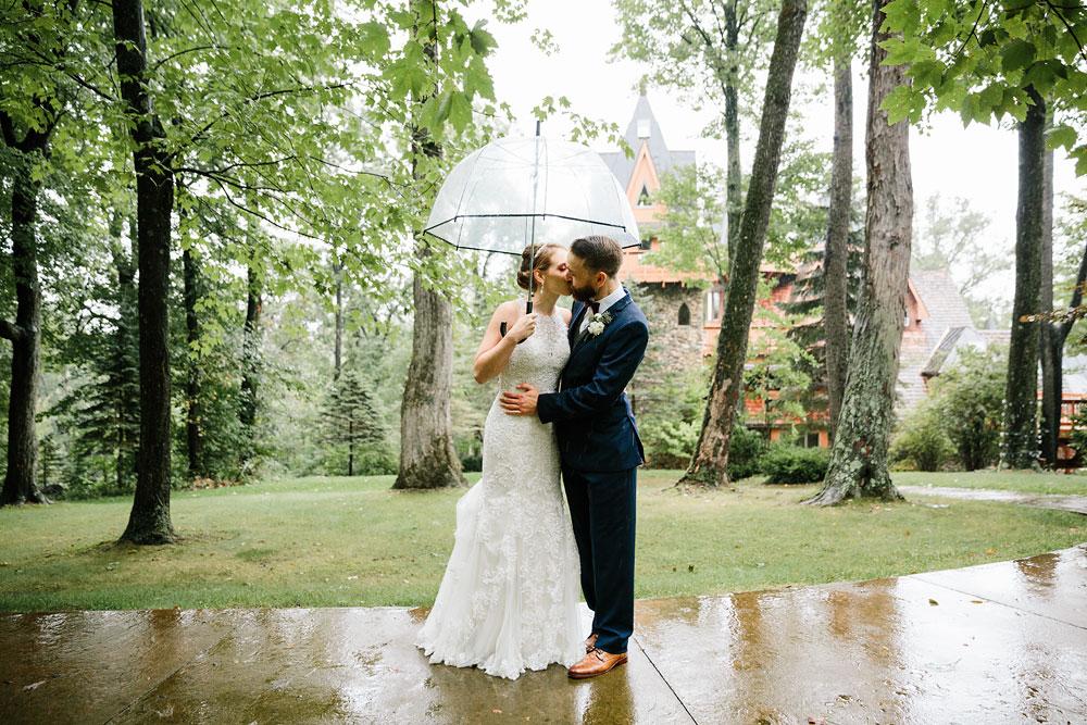 cleveland-wedding-photographers-landolls-mohican-castle-beautiful-outdoor-wedding-rain-rainy-photography-106.jpg