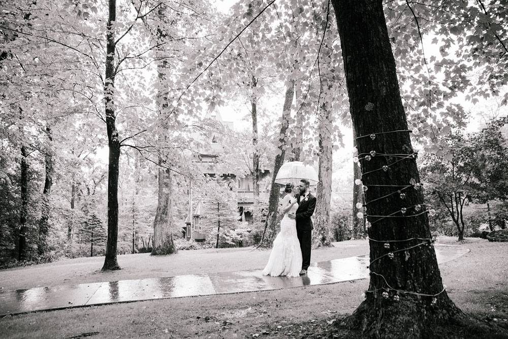 cleveland-wedding-photographers-landolls-mohican-castle-beautiful-outdoor-wedding-rain-rainy-photography-107.jpg