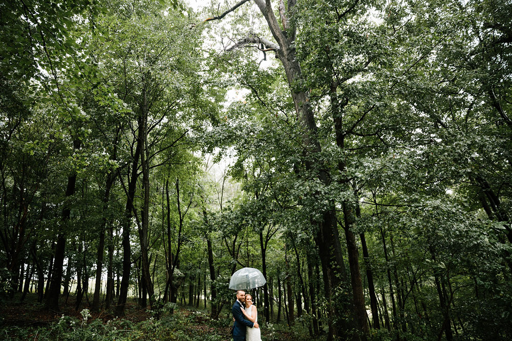 cleveland-wedding-photographers-landolls-mohican-castle-beautiful-outdoor-wedding-rain-rainy-photography-109.jpg