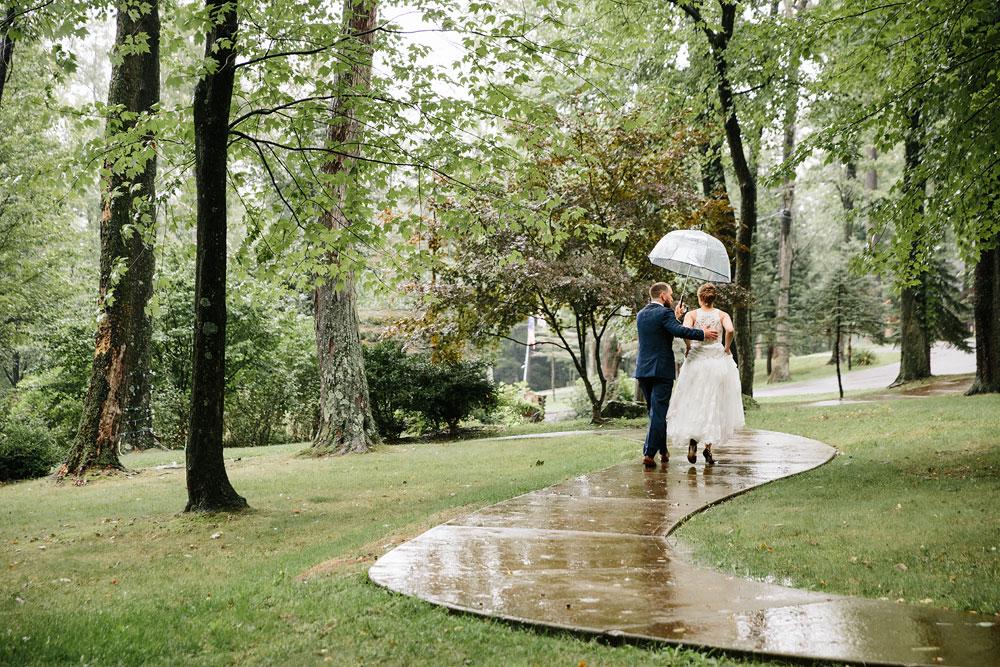 cleveland-wedding-photographers-landolls-mohican-castle-beautiful-outdoor-wedding-rain-rainy-photography-111.jpg