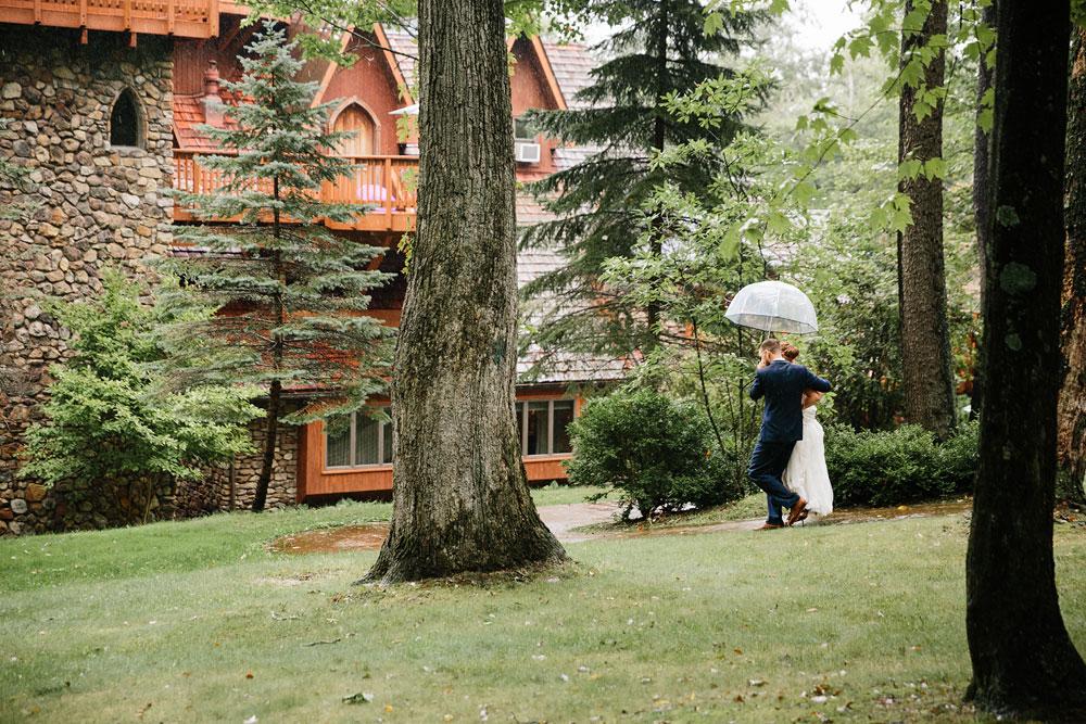 cleveland-wedding-photographers-landolls-mohican-castle-beautiful-outdoor-wedding-rain-rainy-photography-112.jpg