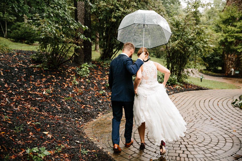 cleveland-wedding-photographers-landolls-mohican-castle-beautiful-outdoor-wedding-rain-rainy-photography-115.jpg
