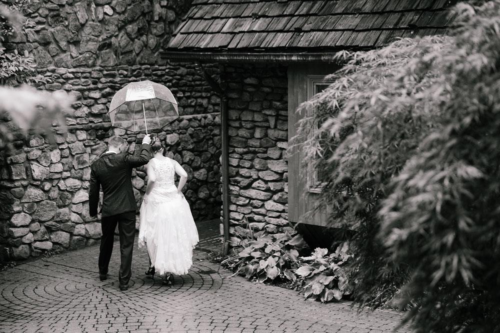 cleveland-wedding-photographers-landolls-mohican-castle-beautiful-outdoor-wedding-rain-rainy-photography-116.jpg