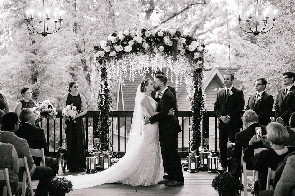 cleveland-wedding-photographers-landolls-mohican-castle-beautiful-outdoor-wedding-rain-rainy-photography-146.jpg