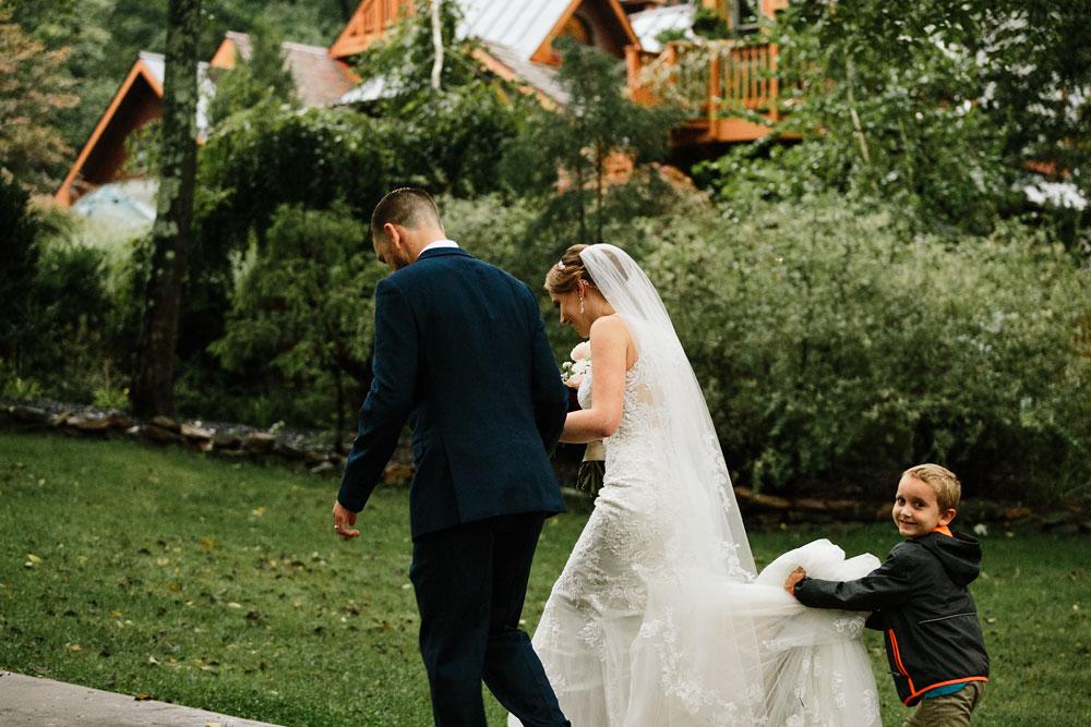 cleveland-wedding-photographers-landolls-mohican-castle-beautiful-outdoor-wedding-rain-rainy-photography-151.jpg