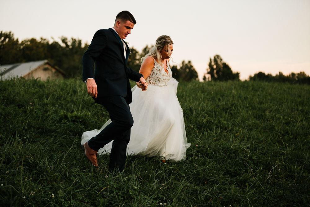 wedding-photographers-cleveland-ohio-columbia-ballroom-downtown-cleveland-barn-wedding-148.jpg