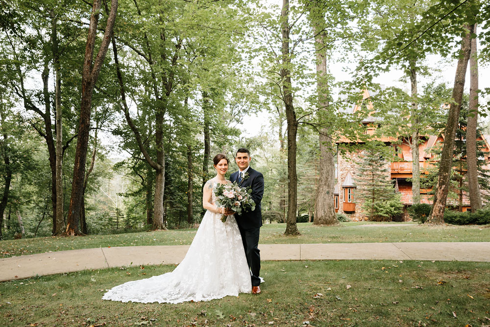 cleveland-wedding-photographers-at-landolls-mohican-castle-central-ohio-romantic-wedding-photography-75.jpg