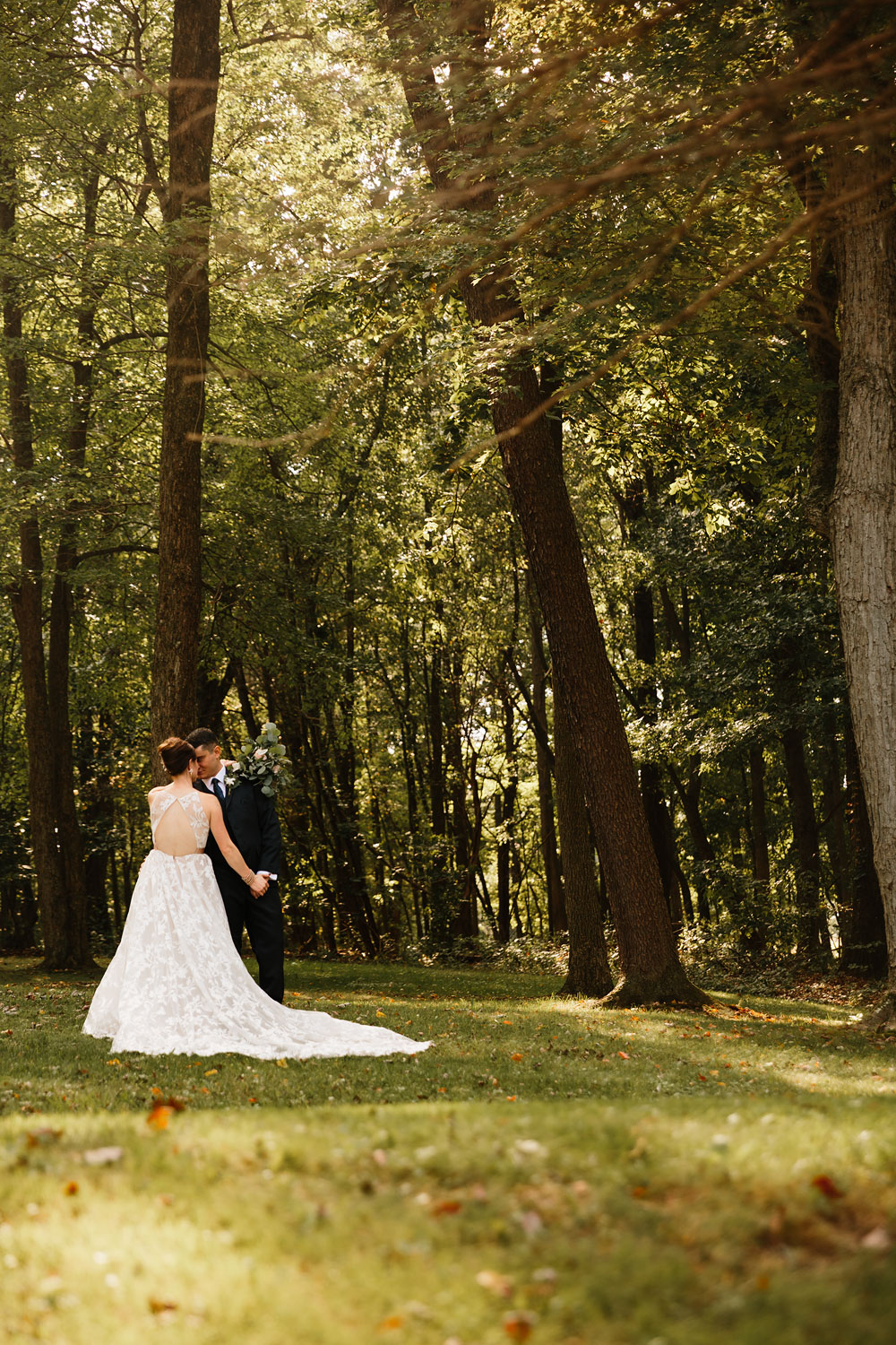 cleveland-wedding-photographers-at-landolls-mohican-castle-central-ohio-romantic-wedding-photography-86.jpg