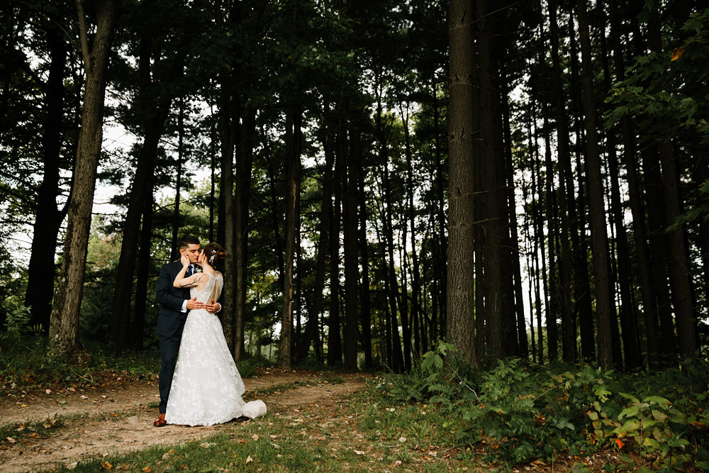 cleveland-wedding-photographers-at-landolls-mohican-castle-central-ohio-romantic-wedding-photography-104.jpg
