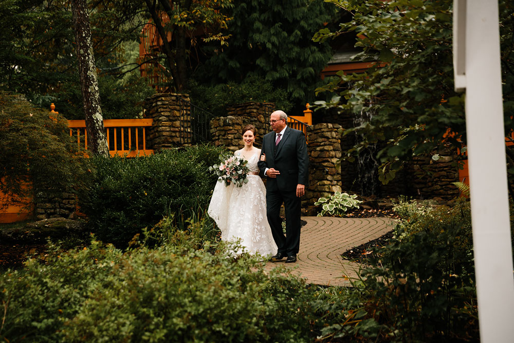 cleveland-wedding-photographers-at-landolls-mohican-castle-central-ohio-romantic-wedding-photography-139.jpg