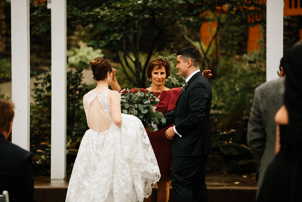 cleveland-wedding-photographers-at-landolls-mohican-castle-central-ohio-romantic-wedding-photography-147.jpg