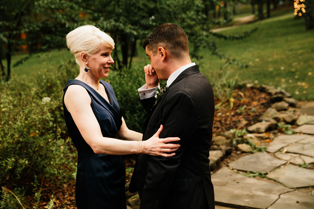 cleveland-wedding-photographers-at-landolls-mohican-castle-central-ohio-romantic-wedding-photography-158.jpg