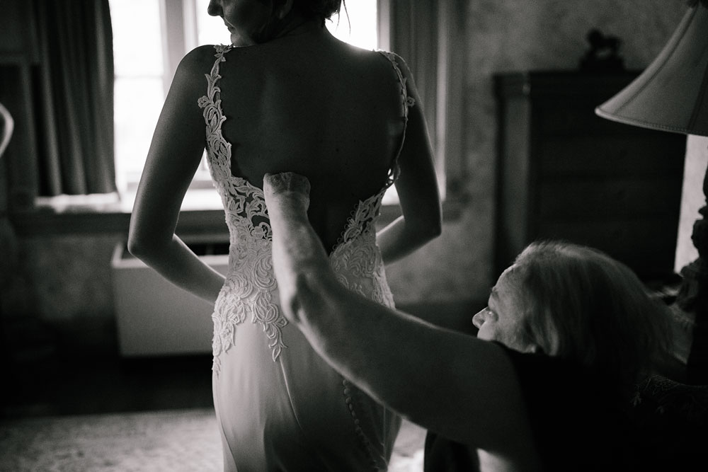 columbus-ohio-wedding-photographers-landolls-mohican-castle-central-ohio-fall-outdoor-wedding-23.jpg