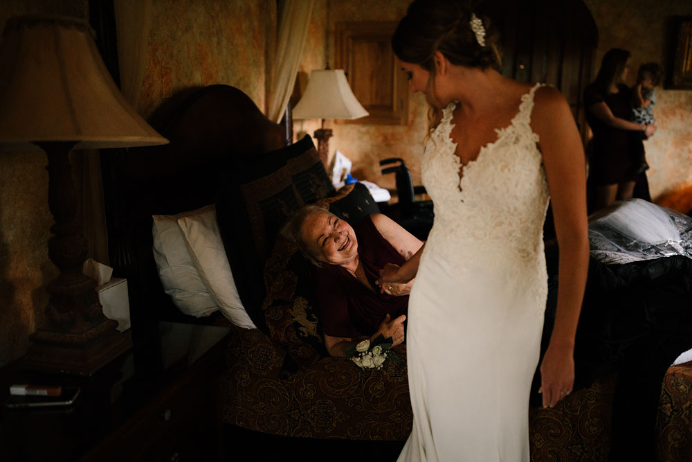 columbus-ohio-wedding-photographers-landolls-mohican-castle-central-ohio-fall-outdoor-wedding-26.jpg