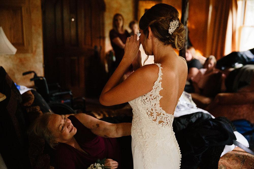 columbus-ohio-wedding-photographers-landolls-mohican-castle-central-ohio-fall-outdoor-wedding-27.jpg