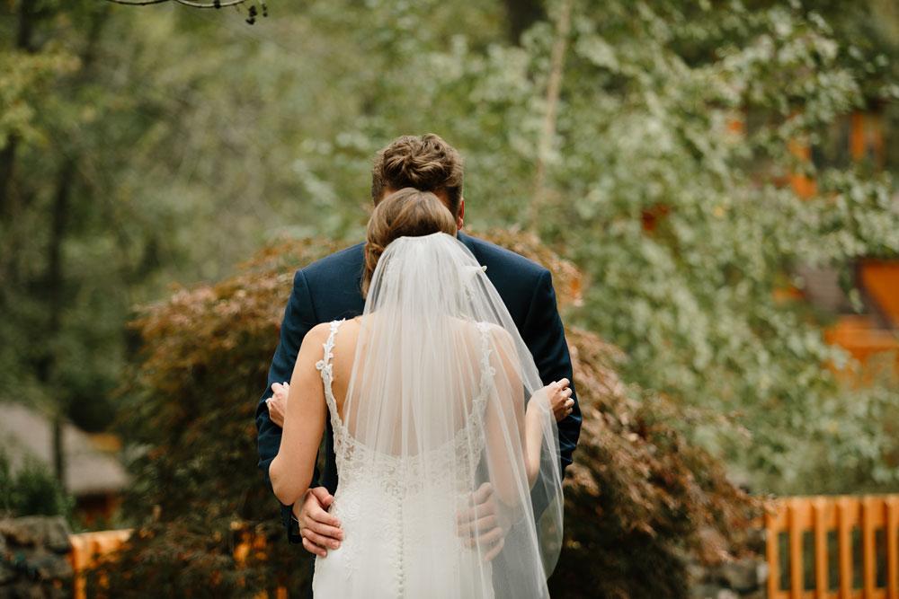 columbus-ohio-wedding-photographers-landolls-mohican-castle-central-ohio-fall-outdoor-wedding-73.jpg
