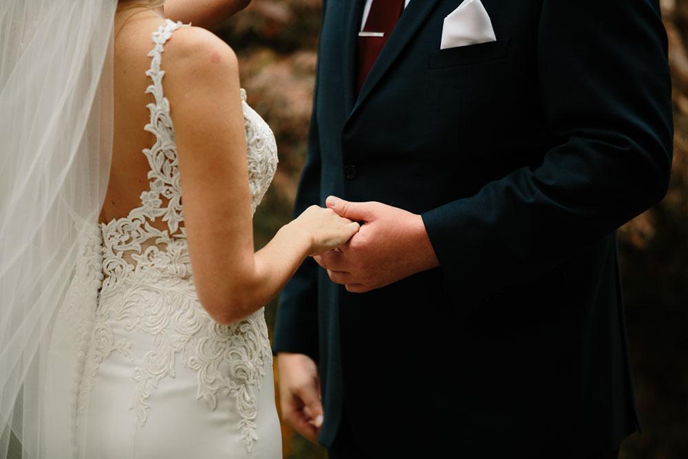 columbus-ohio-wedding-photographers-landolls-mohican-castle-central-ohio-fall-outdoor-wedding-83.jpg