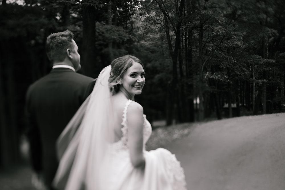columbus-ohio-wedding-photographers-landolls-mohican-castle-central-ohio-fall-outdoor-wedding-102.jpg