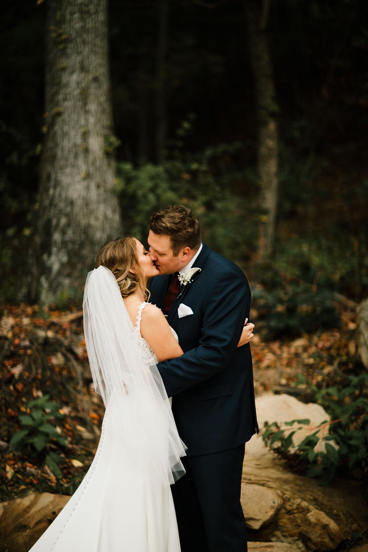 columbus-ohio-wedding-photographers-landolls-mohican-castle-central-ohio-fall-outdoor-wedding-106.jpg