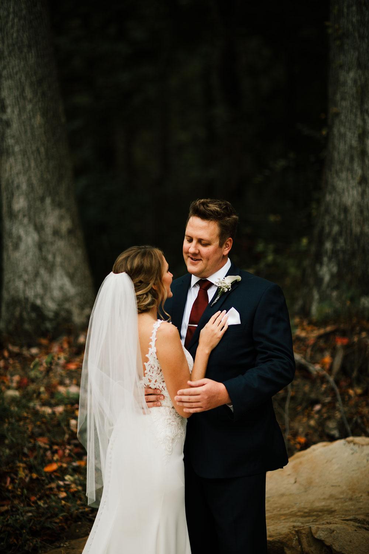columbus-ohio-wedding-photographers-landolls-mohican-castle-central-ohio-fall-outdoor-wedding-111.jpg