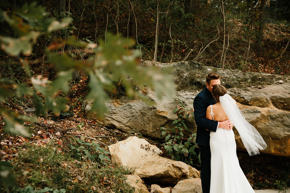 columbus-ohio-wedding-photographers-landolls-mohican-castle-central-ohio-fall-outdoor-wedding-112.jpg
