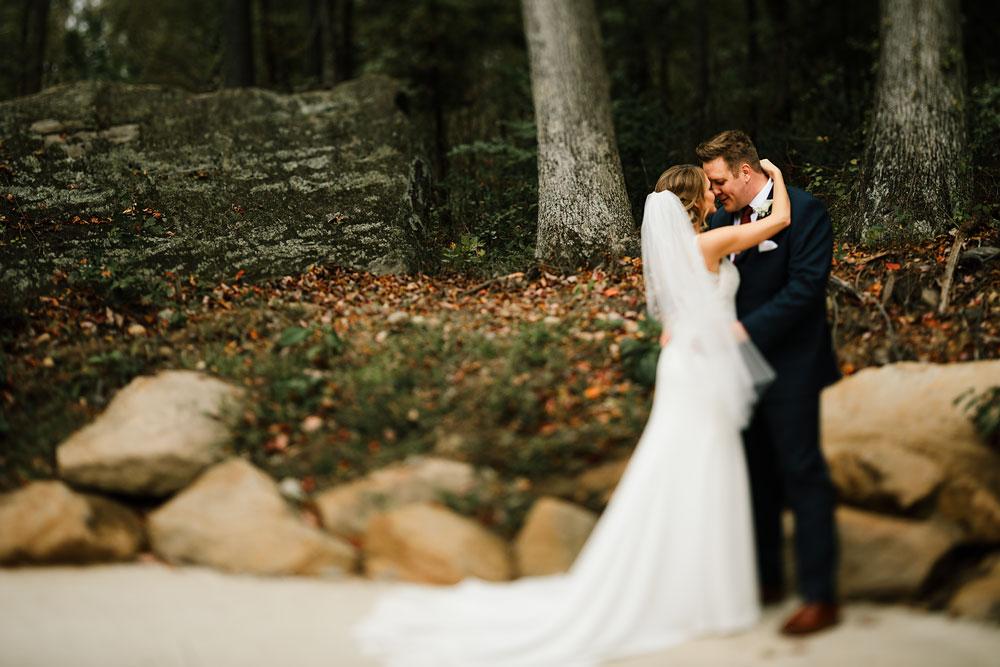 columbus-ohio-wedding-photographers-landolls-mohican-castle-central-ohio-fall-outdoor-wedding-116.jpg